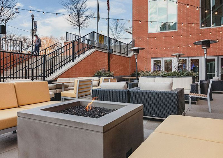 the-patio-at-cambria-hotel-pittsburgh-pennsylvania
